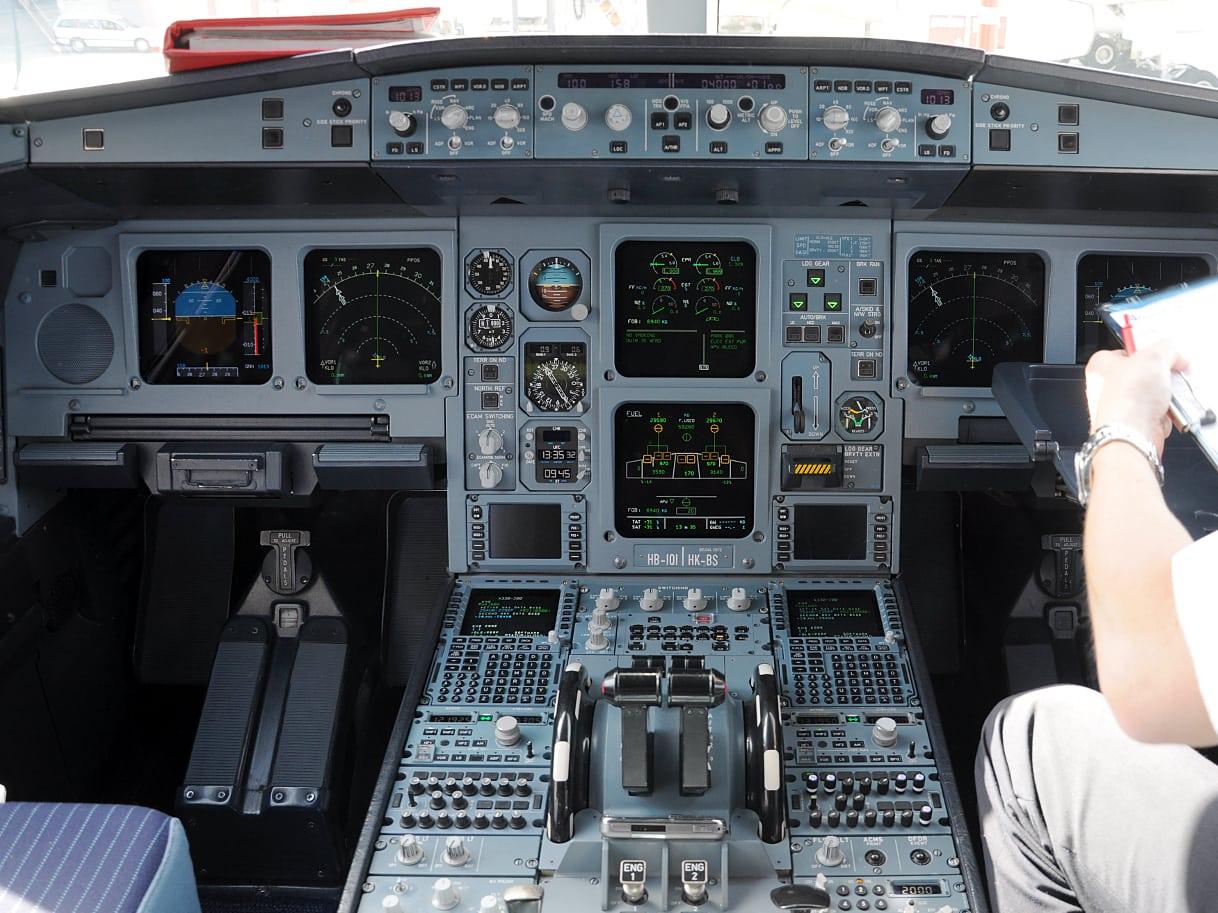 Flight deck of an Airbus A330
