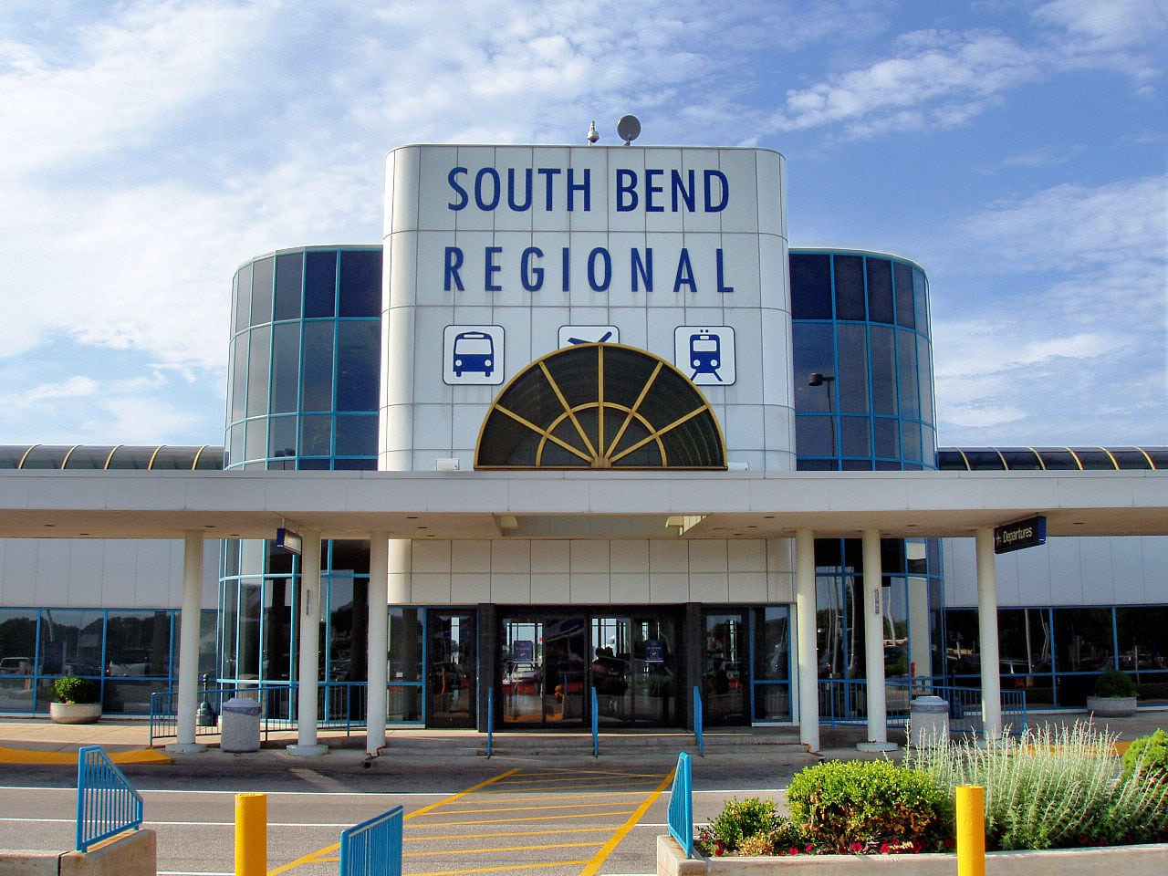 Front view of South Bend Regional Airport terminal