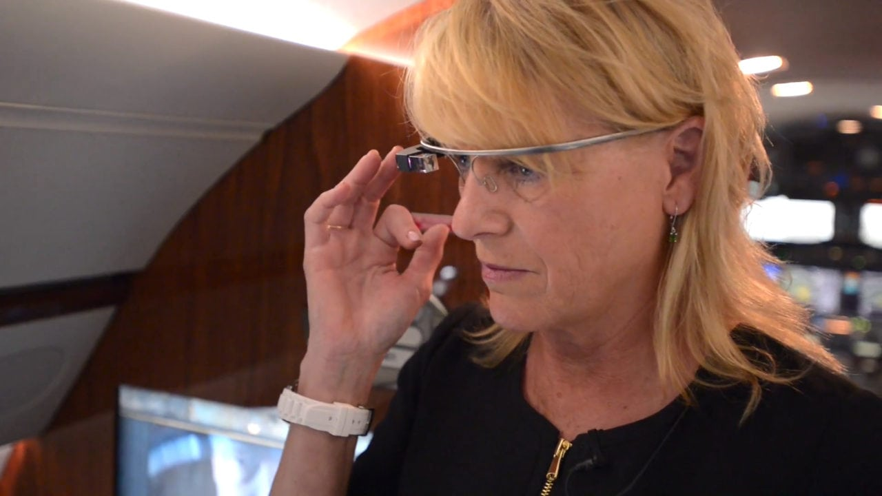 Flight attendant using Honeywell's new app for Google Glass