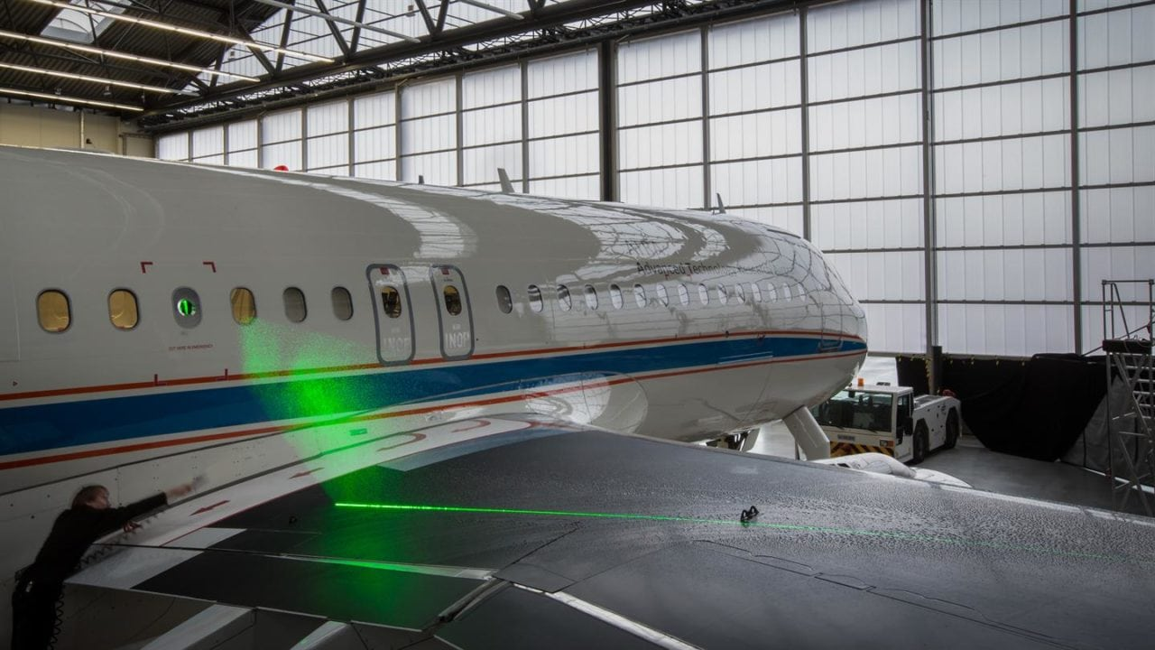 Laser measurements on the wing of the ATRA research aircraft
