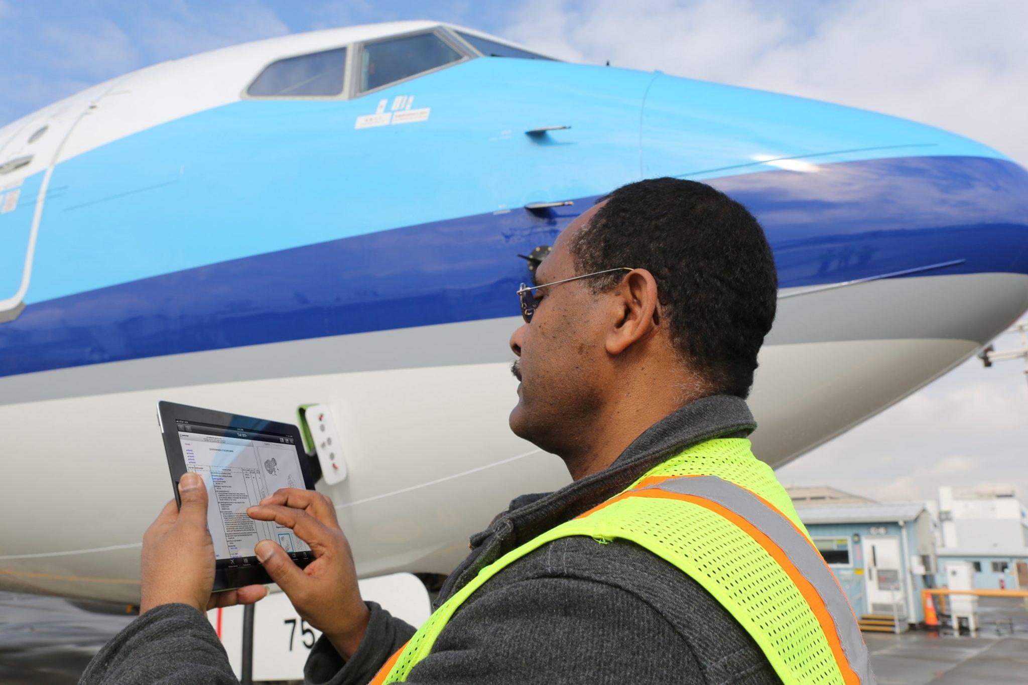 Maintenance monitoring aircraft health via an iPad app