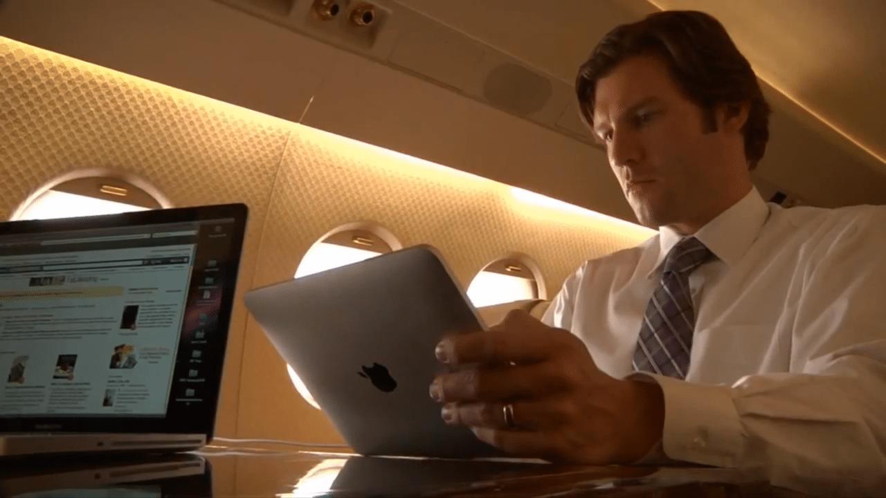 Business passenger uses Gogo ATG-4 in-flight