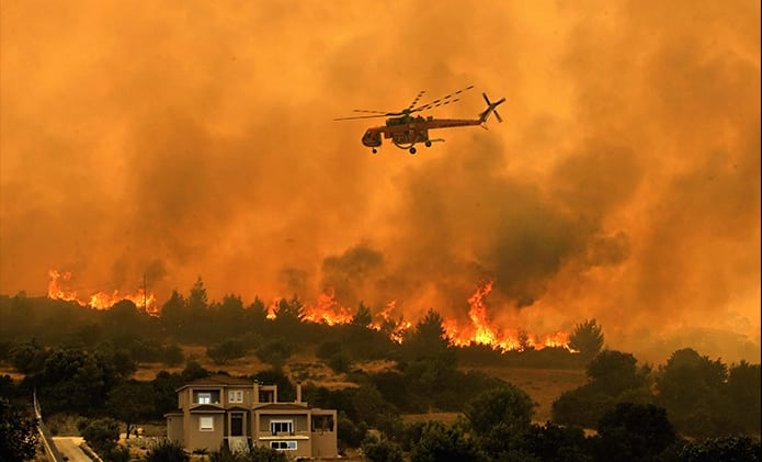 Erickson fire fighting helicopter in action