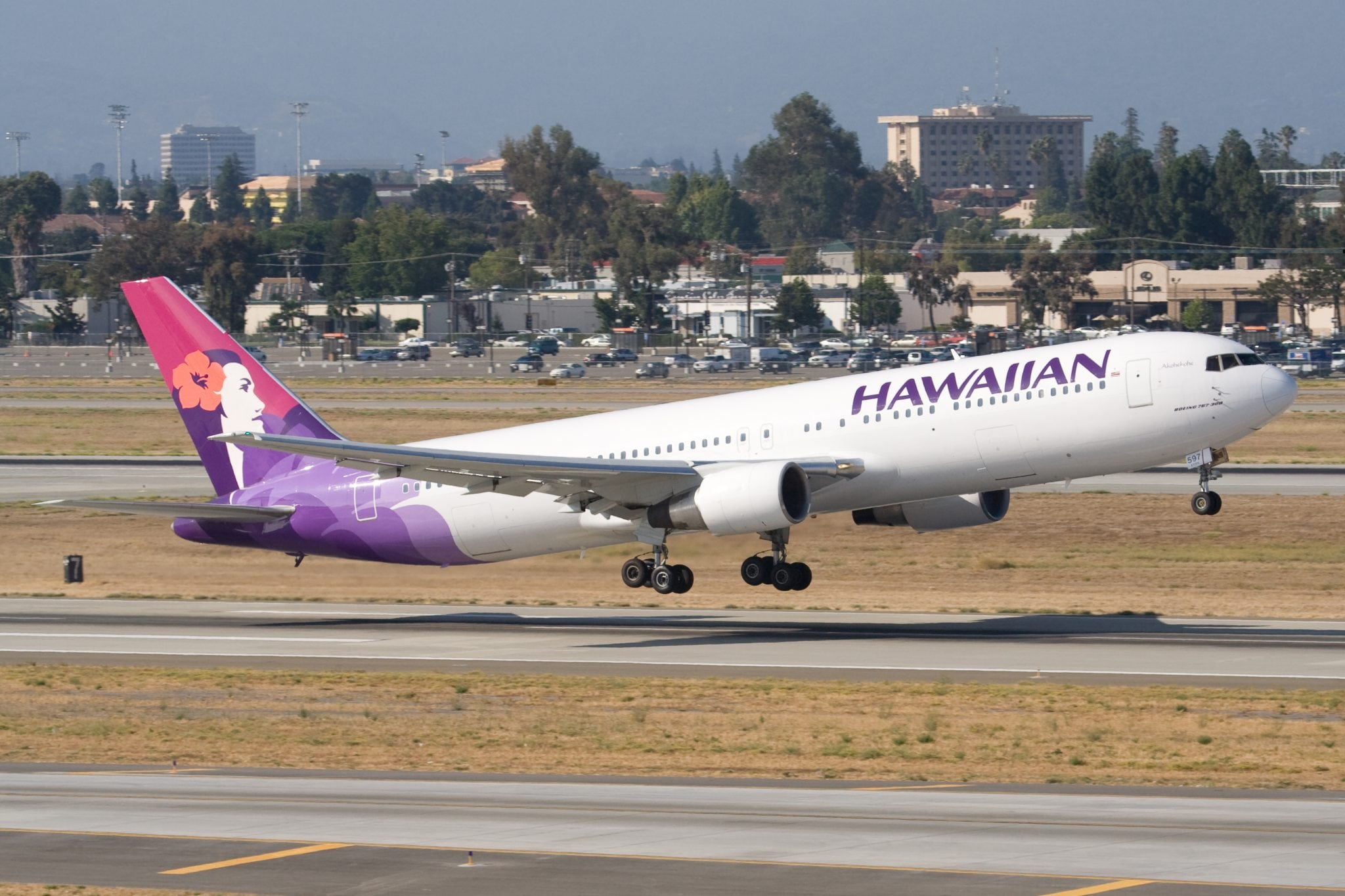 A Hawaiian Airlines Boeing 767–300.