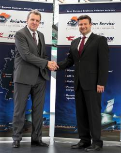 Dirk Laufenberg, COO, KURZ Aviation Service (left) and Frank Kusserow, Managing Director, FBO Services, Jet Aviation Germany, sign agreement to cooperate across Germany.
