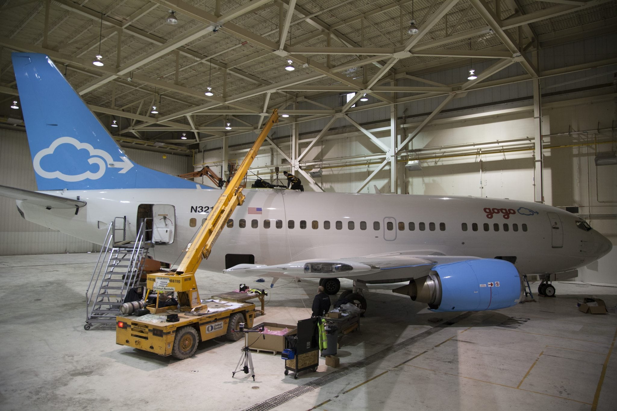 Gogo installing is 2Ku antenna on its test plane