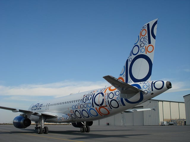 JetBlue data-themed plane