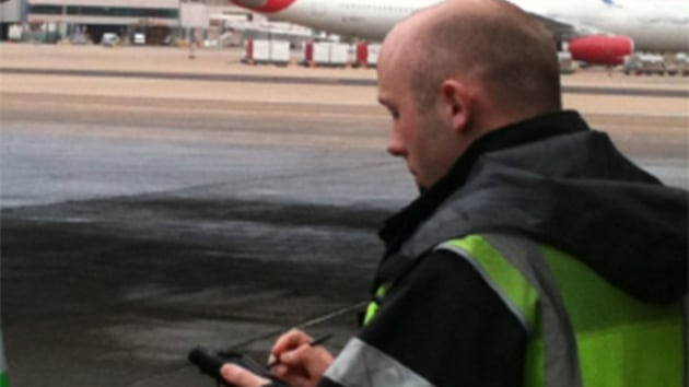 Airline employee using Rockwell's ARINC AirTQM tool