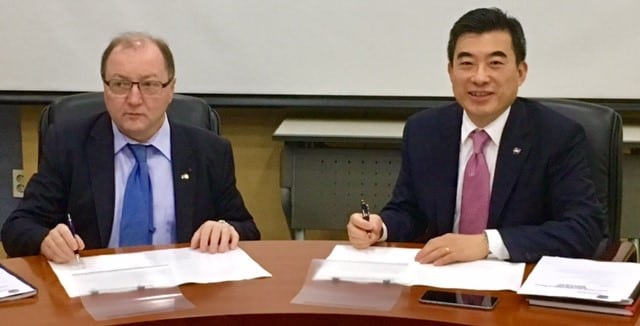 Jaiwon Shin, associate administrator of NASA's Aeronautics Research Mission Directorate, signed an agreement on Sept. 27, 2016, with Bruno Sainjon, president and chief executive officer of the French Aerospace Lab (ONERA) to cooperate in aircraft noise research