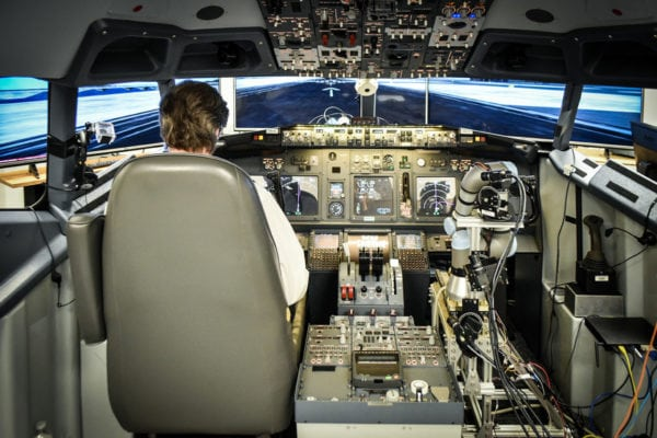 Pilot, ALIAS co-pilot in 737 simulator. Photo: Aurora Flight Sciences.