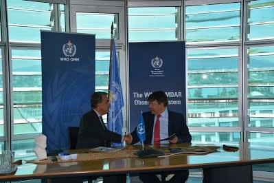 WMO Secretary-General Petteri Taalas recently met IATA Director General Alexandre de Juniac to discuss how IATA's 265 airlines in over 117 countries can best contribute to AMDAR's data gathering system. Photo: WMO.